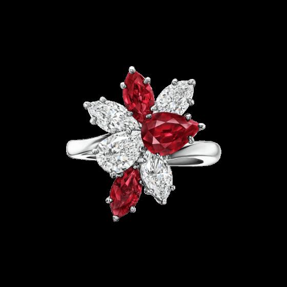 Sortija de rubíes con diamantes pera