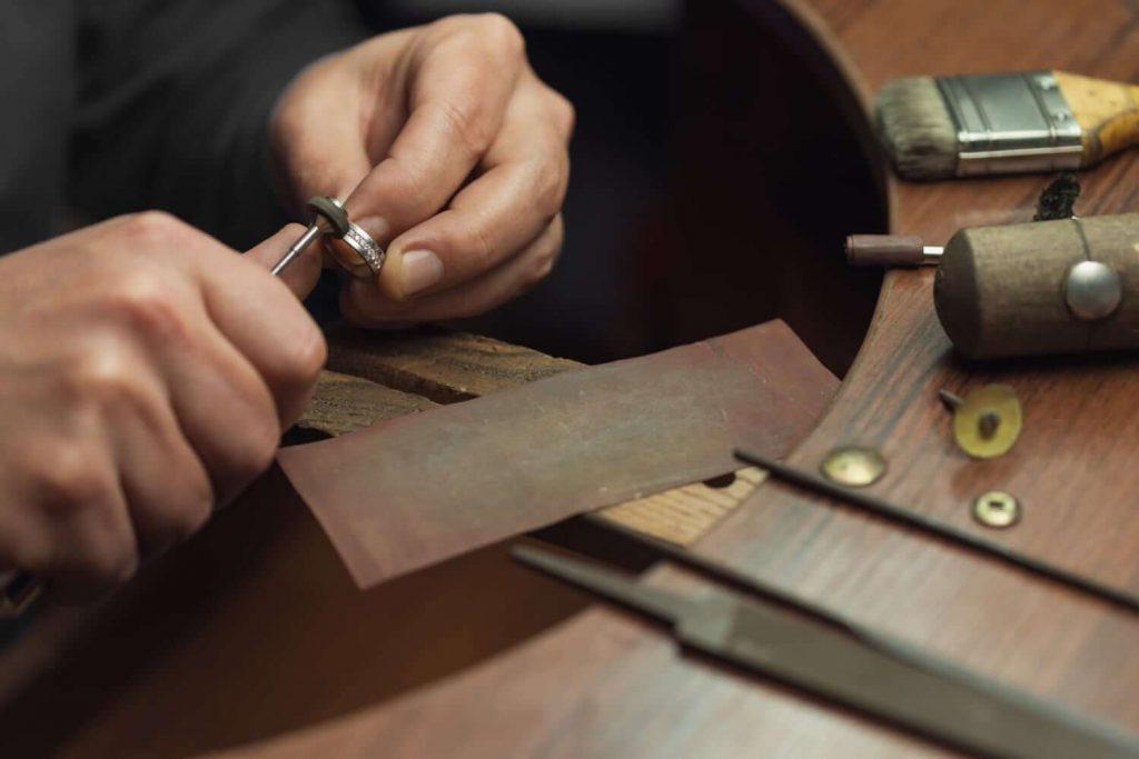 Fabricación artesanal de joyas