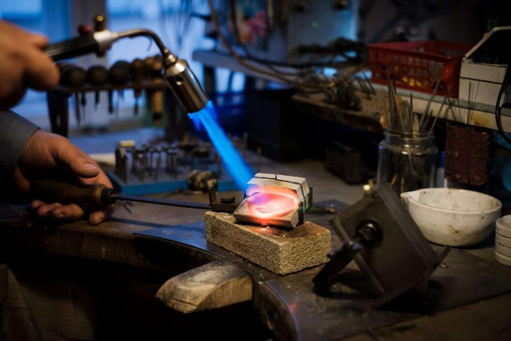 Fabricación de joyería tradicional