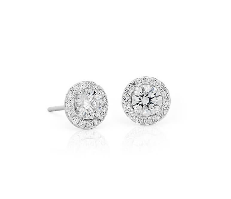 Pendientes con diamantes y orla (halo)